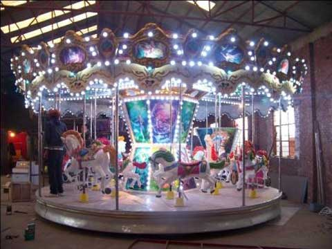 Small top-drive carousel ride
